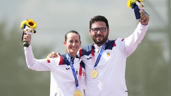 Fátima Gálvez y Alberto Fernández, con su medalla de oro en Tokio 2020
