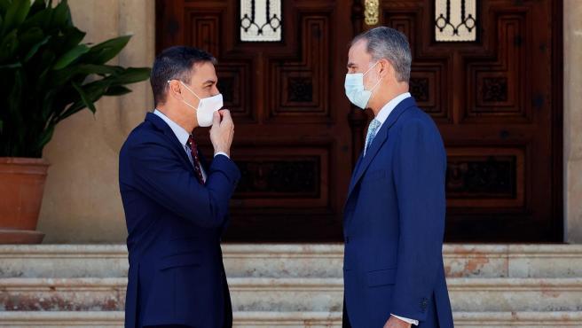 El rey Felipe VI recibe al presidente del Gobierno, Pedro Sánchez.