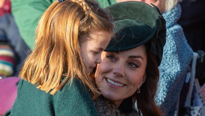 La duquesa de Cambridge, Kate Middleton, junto a su hija, la princesa Charlotte, en una imagen de archivo.