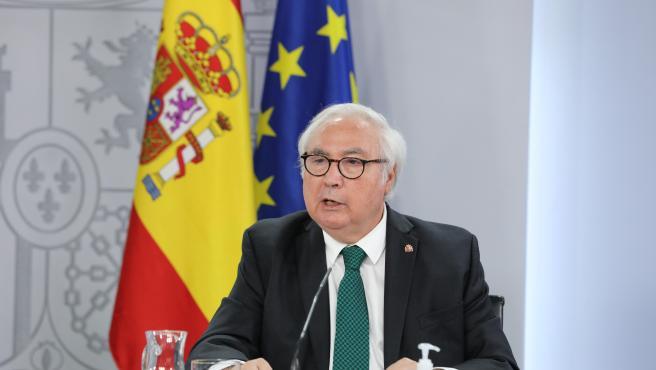 El ministro de Universidades, Manuel Castells, en una rueda de prensa.