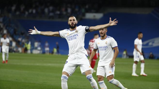 Benzema celebra uno de sus goles ante el Celta.