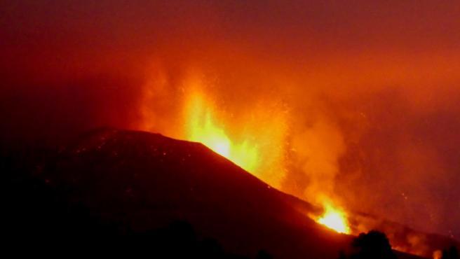 Volcán de La Palma, en erupción este sábado.