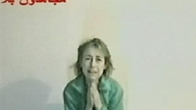 El vídeo muestra a Giulana viva, llorando y con las manos unidas suplicando ayuda.
