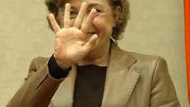 Carmen Caffarel saluda