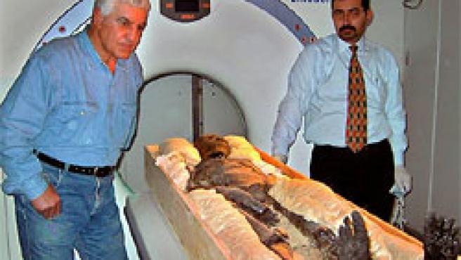 Los investigadores sometieron a un escáner a Tutankamón para esclarecer las causas de su muerte (Foto: AP)