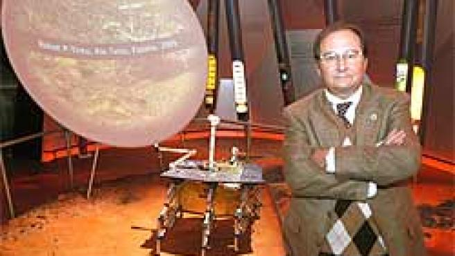 """Pérez Mercader responsable del Centro español de Astrobiología (CAB), ha mostrado en la Exposición Universal de Aichi, Japón, las características del """"P-Tinto""""."""