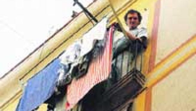 José Luis, vecino del Raval multado con 120 euros por tender la ropa en su balcón.