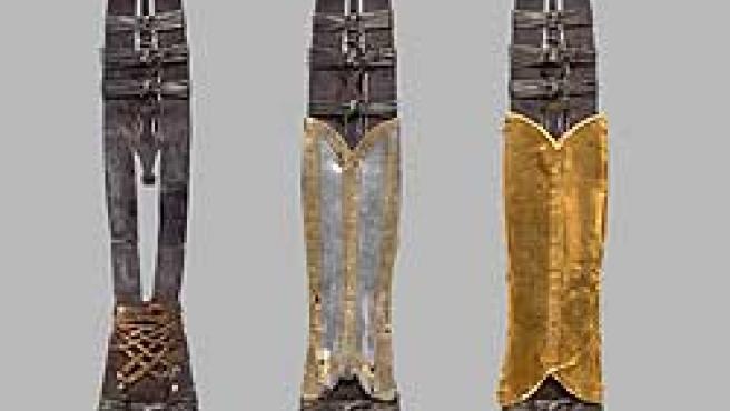 Tres imágenes de la lanza sagrada: la original, con un remache de oro y plata de finales del siglo XI en la que se dice que pertenece a San Mauricio, y con una pieza de oro de finales del XIV. (Foto: EFE)