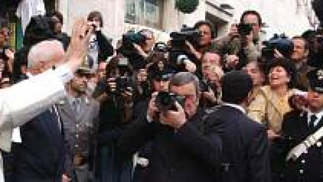 Ratzinger ante los reporteros gráficos (EFE/Pool)