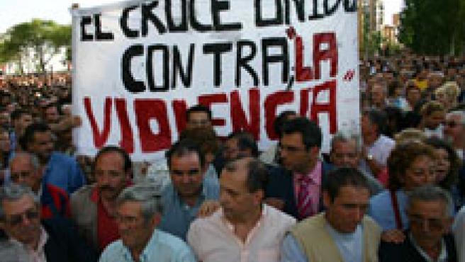 Los vecinos de Villaverde, unidos contra la violencia (Foto: Sergio González)