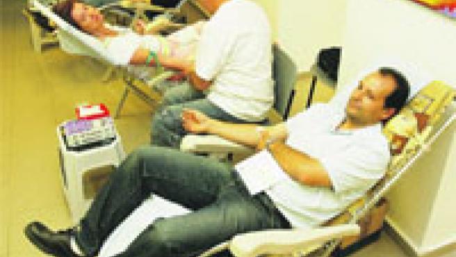 Una unidad móvil de hemodonación se instaló ayer en el centro cultural del Carmen.