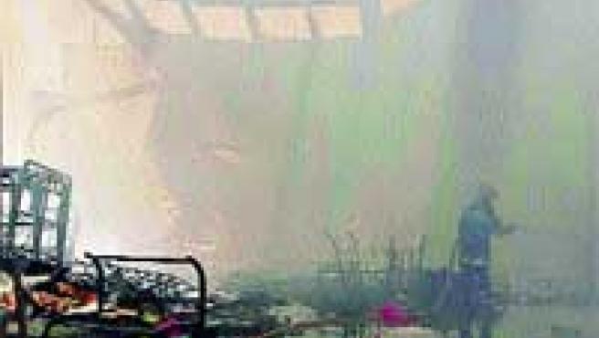 Semiderruida. El almacén de muebles de calle Gitanilla ardió rápidamente.
