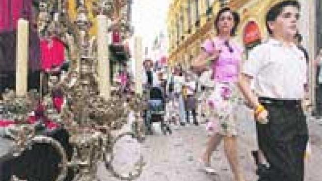 Los sevillanos llenarán las calles del centro desde primeras horas de la mañana para ver la procesión y el ambiente de las calles.