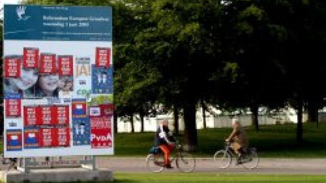Carteles por el 'no' y el 'sí' en Holanda
