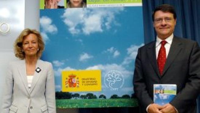 Elena Salgado y Jordi Sevilla durante la presentación de la guía. Foto: Efe