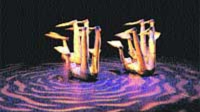 El mágico océano de Aracaladanza. Los buzos-títeres se lanzan de espaldas al agua.
