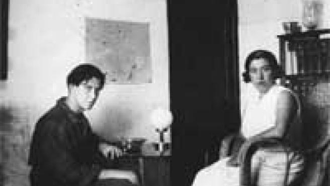 Manuel Altolaguirre, con su esposa, la también poeta Concha Méndez. Ambos trabajaron juntos en numerosos proyectos.