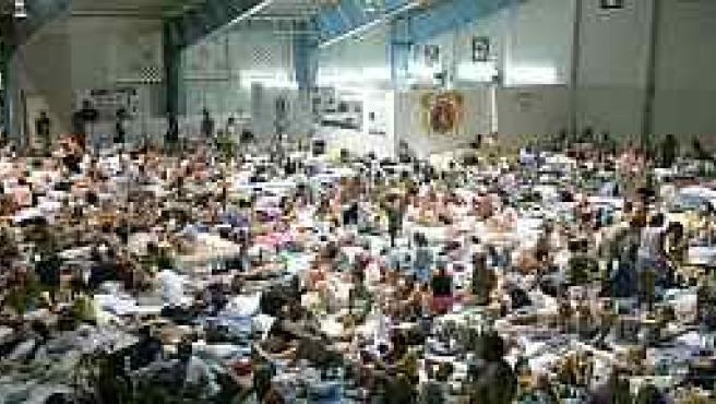 Turistas se refugian de 'Emily' (Reuters)