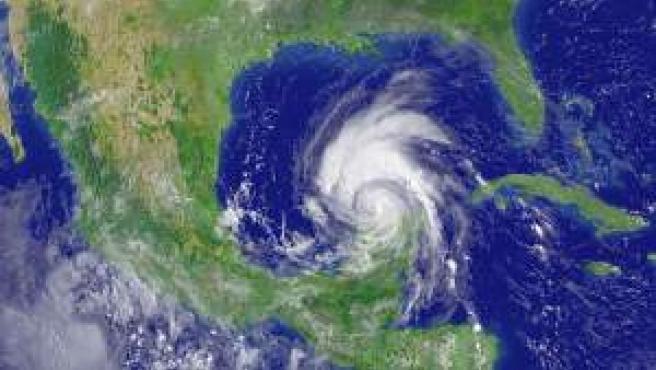 Imágen de satélite del huracán Emily en su avance hacie el golfo de México.