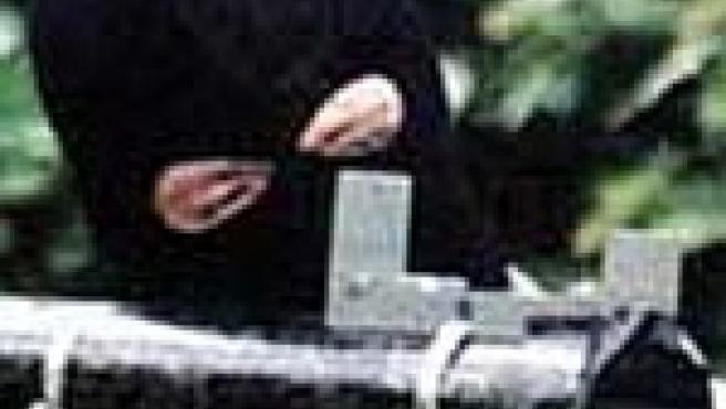 Una foto de archivo de un miembro de IRA (SkyNews)