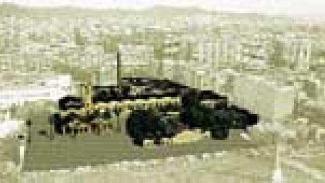 Retoque fotográfico del Can Ricart rehabilitado visto desde la Diagonal, con el solar del Parc Central delante.