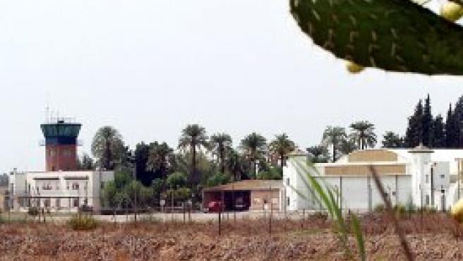 Vista de la base militar de El Copero, en Sevilla, donde estaban destinados cinco de los diecisiete militares españoles fallecidos (Foto: Efe)