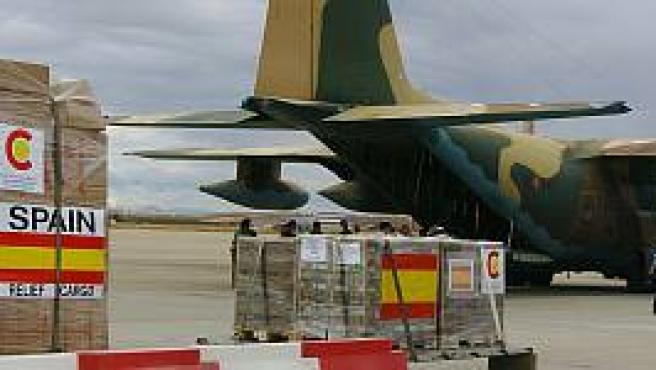 Un avión con ayuda española destinada a EEUU (EFE).