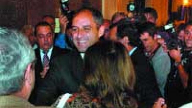 El presidente valenciano, Francisco Camps, a su llegada al Congreso de los Diputados.