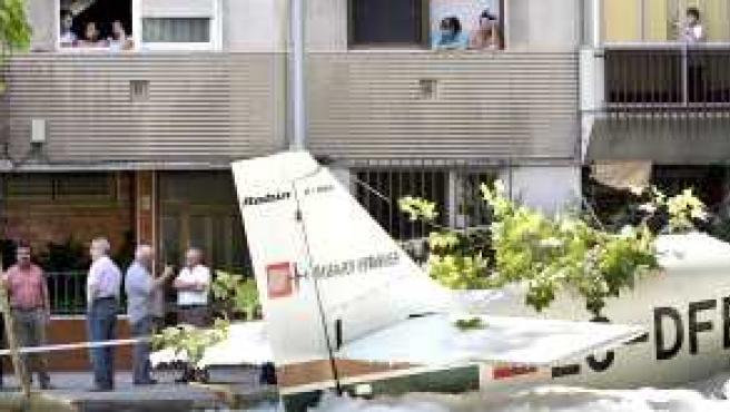 La avioneta, en la plaza de Badia del Valls.