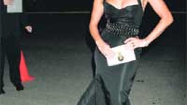 Jennifer López presentó su nueva colección de ropa junto a su marido, el cantante Marc Anthony.
