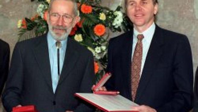 Los científicos premiados con el Nobel de Medicina en una foto de archivo (EFE)
