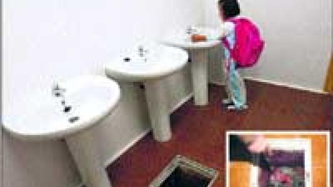 Una alumna del colegio se lava las manos junto a la fosa séptica.
