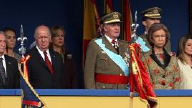 El Rey preside el desfile de la Fiesta Nacional (Efe).