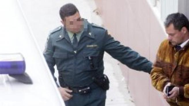 Alexander King entra en un furgón policial en una foto de archivo (EFE).
