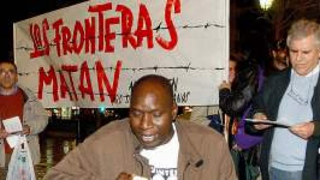 Una manifestación a favor de los inmigrantes en Granada (EFE).