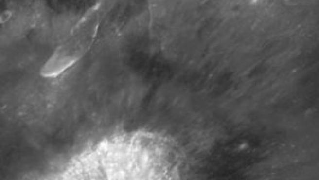 El cráter Aristarco donde el Hubble ha encontrado los minerales que podrían utilizarse como fuente de oxígeno (Hubblesite.org)