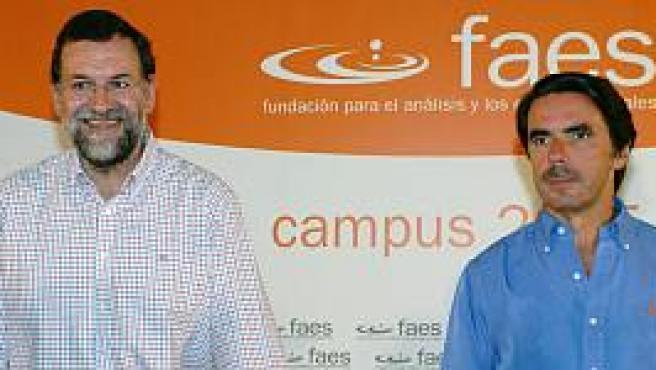 Rajoy junto al ex presidente Aznar (EFE)