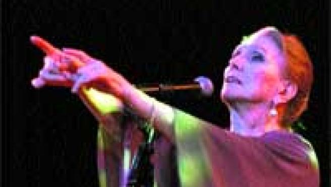 Tras casi 60 años sobre los escenarios, la cantante desafía al paso del tiempo con giras año tras año.
