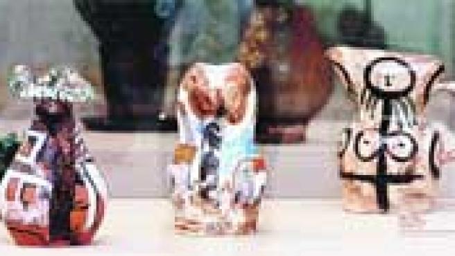 En algunas piezas de la muestra, Picasso mezcla la cerámica con las técnicas del grabado.