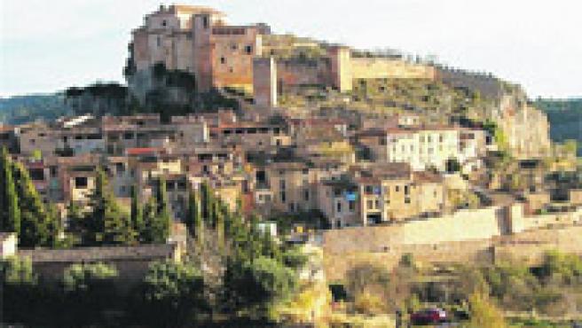 Vista de Alquézar, villa monumental coronada por la colegiata de Santa María la Mayor.