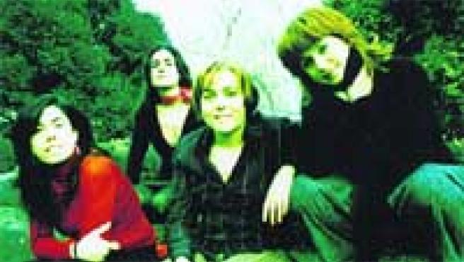 Nosoträsh son cuatro amigas que comparten su afición por la música.