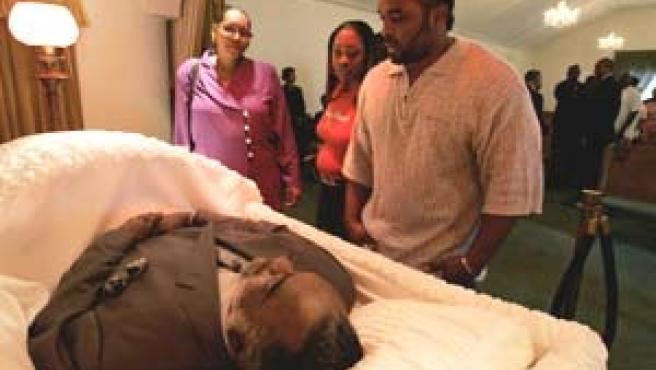 El cuerpo de Williams recibe el último adiós de su familia (Reuters).