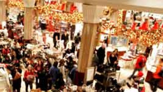 Los centros comerciales son los grandes beneficiados del efecto consumista de la Navidad (Foto: Reuters)
