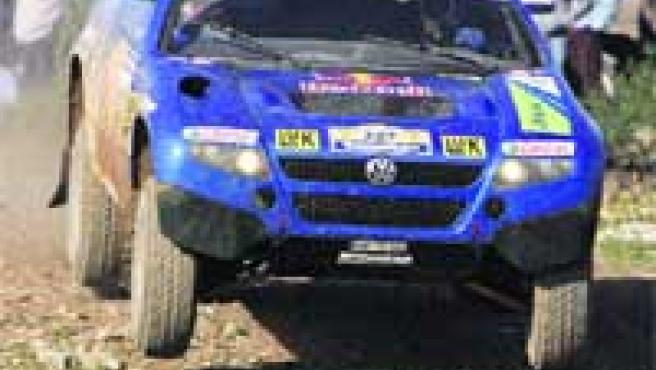 Sabor a Rally. Antes de poner a prueba su rendimiento en África, Carlos Sainz mostró sus dotes de piloto en las dos primeras etapas.