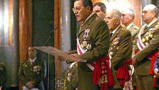El general Mena Aguado durante su intervención en el acto de la Pascua Militar donde habló de las consecuencias de la aprobación del Estatut (EFE)