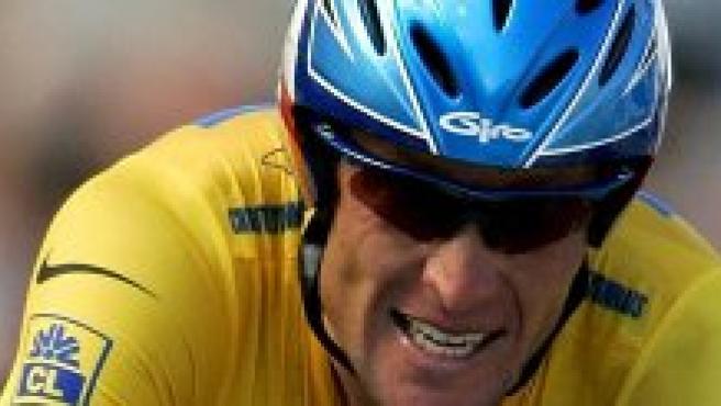 Lance Armstrong, en un momento de la contrarreloj (foto: Reuters).