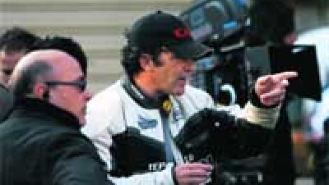 El actor malagueño, durante un momento del rodaje de la película El camino de los ingleses, que ayer ocupó la plaza de La Merced.
