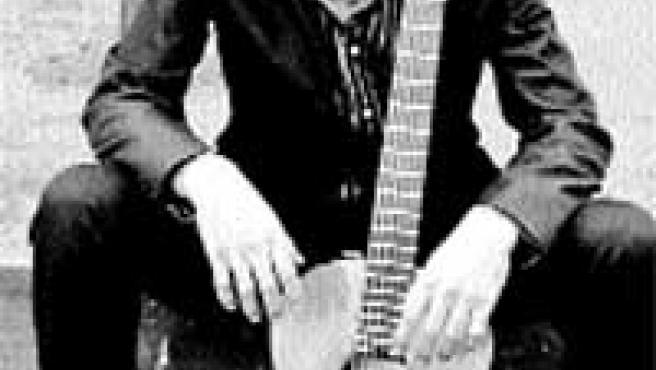 Jerónimo Maya con su guitarra.