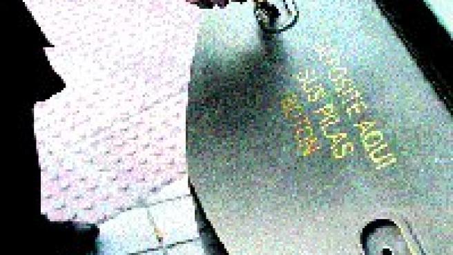 Punto de recogida de pilas de tipo botón al principio de la avenida de Cervantes.