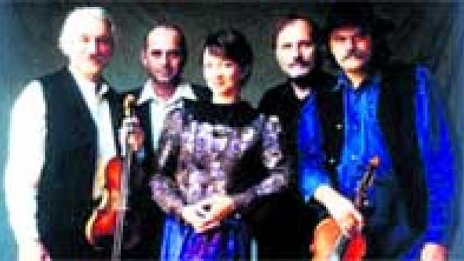 El floclore de Budapest llega con el grupo Muzsikás y la cantante Marta Sebestyén.